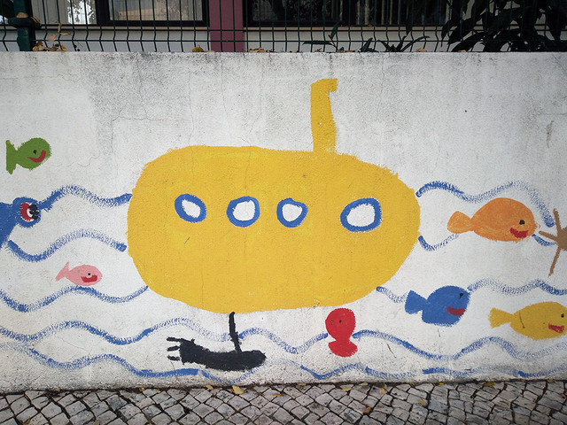 Ada Wanders/Włóczykijada. Picture of the yellow submarine on the school wall.
